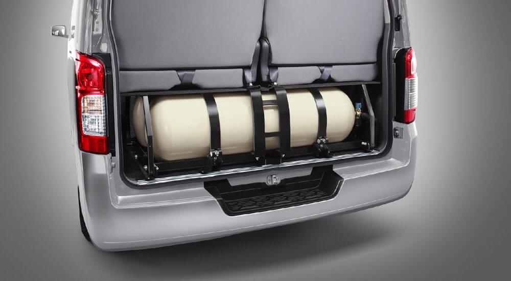 รถตู้ที่ใช้น้ำมันเบนซิน ซึ่งติดตั้งระบบแก๊ส NGV เพิ่มเติม